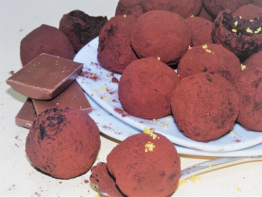 Jednostavni čokoladni truffles s narančom