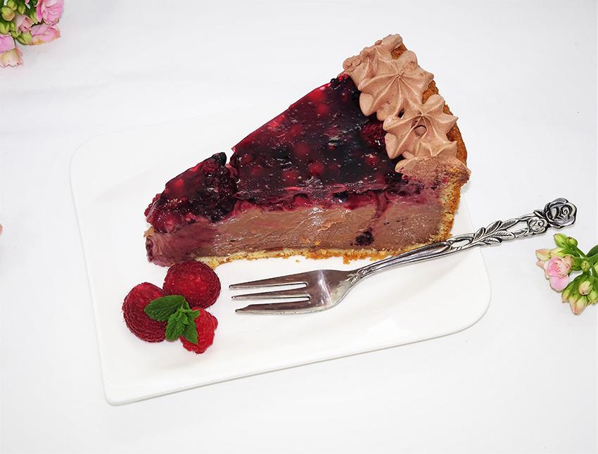 Čokoladna mileram torta sa šumskim voćem