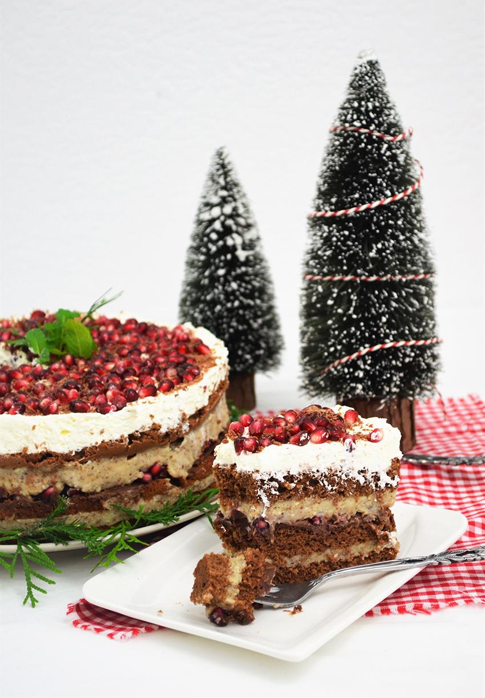 Čokolada, bademi i nar u samo jednoj torti